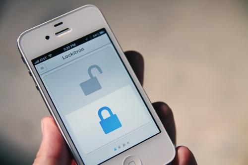 Lås opp døren med iPhone og Lockitron